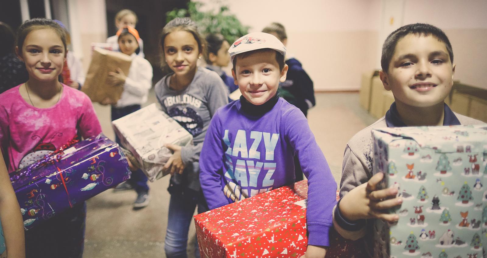 Weihnachtspäckchenkonvoi - Zaubern Sie strahlende Kinderaugen!